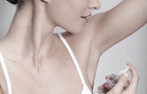Woman uses Eucerin 72 h Anti-Transpirant Intensive Pump-Spray